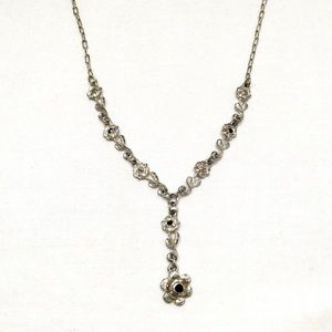 Jewelry - Vintage Silver Flower Drop Necklace
